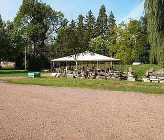 Zelt im Park von Espace Château DES